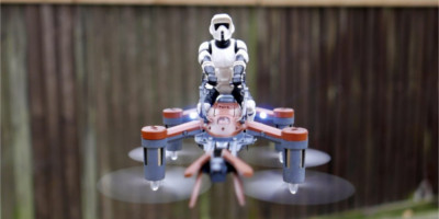 Dron Star Wars 74-Z Speeder Bike w powietrzu